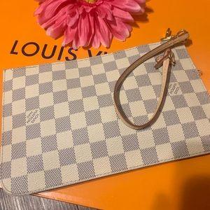 Louis Vuitton Wristlet ❤️